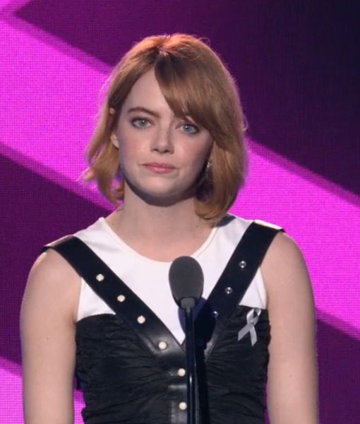 Emma Stone Pays Tribute to Billie Jean King at Trailblazers Honors Awards