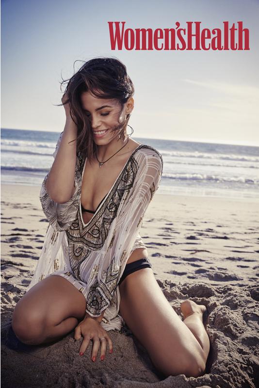 JennaDewan_BeachSitting1