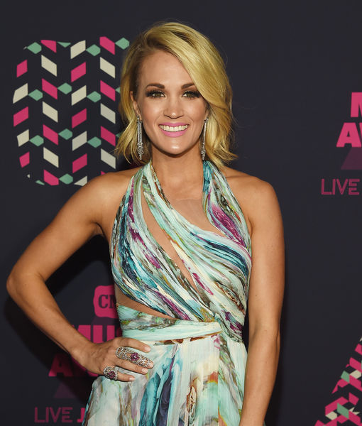 Extra Scoop: Carrie Underwood's Knee Looks Like Prince George's Face?!