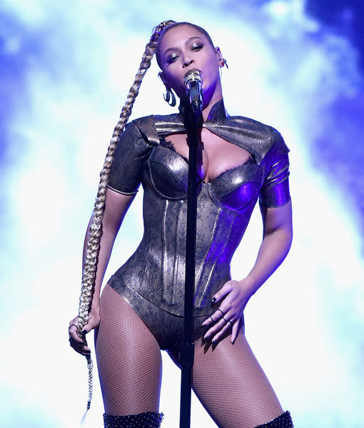 Beyonce Rips Out Her Earring During Performance at Tidal X