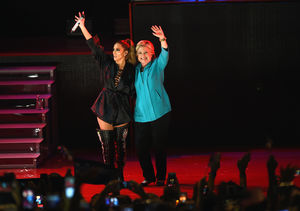 'Extra' Exclusive with Hillary Clinton & Jennifer Lopez, Plus: Hillary…