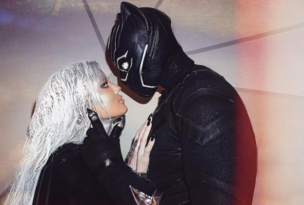 Khloé Kardashian & BF Tristan Thompson Pack on Halloween PDA