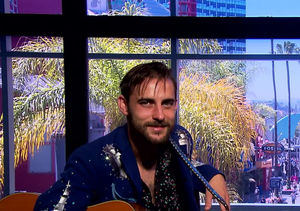 Singer Robert Ellis Talks New Album and Performs 'California'