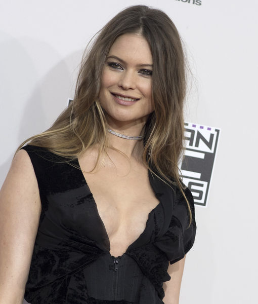 53ca12422b618 Behati Prinsloo Shows Off Post-Baby Bod at the AMAs | ExtraTV.com