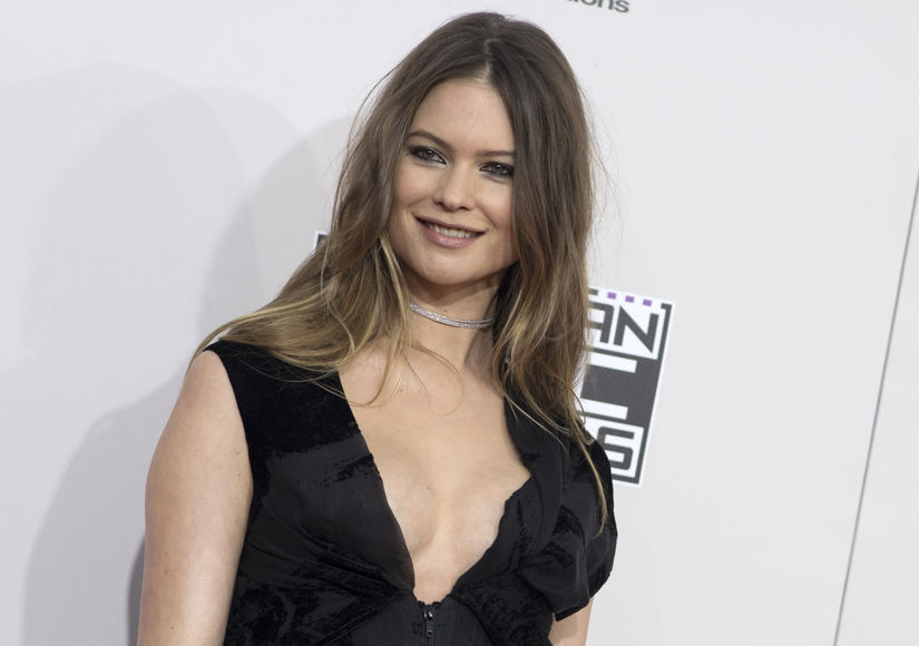 Behati Prinsloo Shows Off Post-Baby Bod at the AMAs