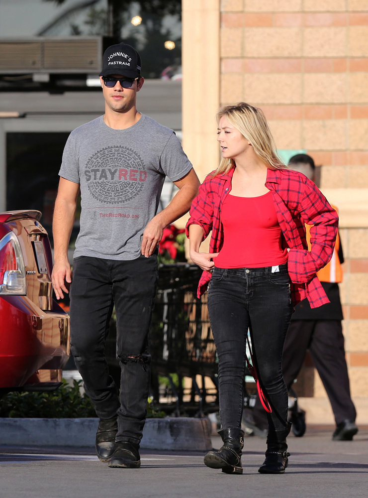 Taylor-Lautner-Billie-Lourd-Shopping