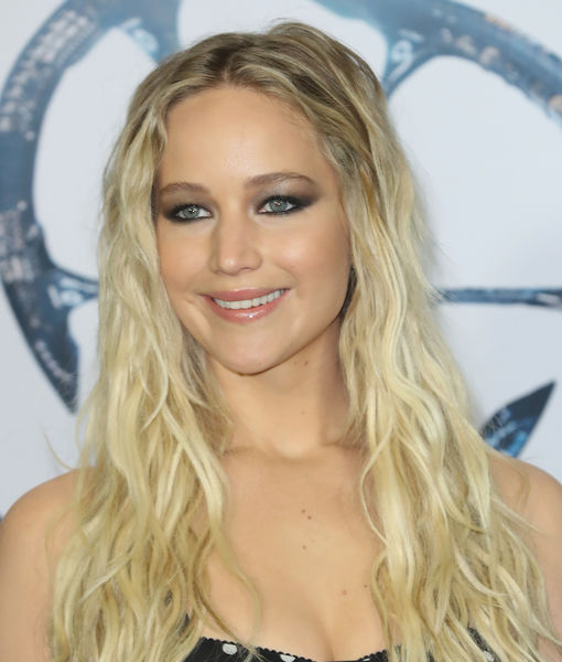 JLaw Apologizes for Hawaiian Butt-Scratching Anecdote