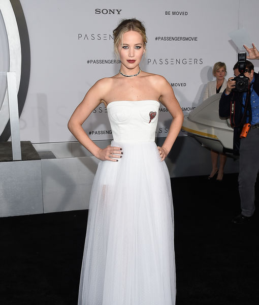 Why Jennifer Lawrence Went Without a Date at 'Passengers' Premiere