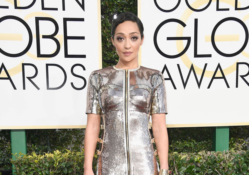 See Who 'Extra' Voted Golden Globes Best-Dressed
