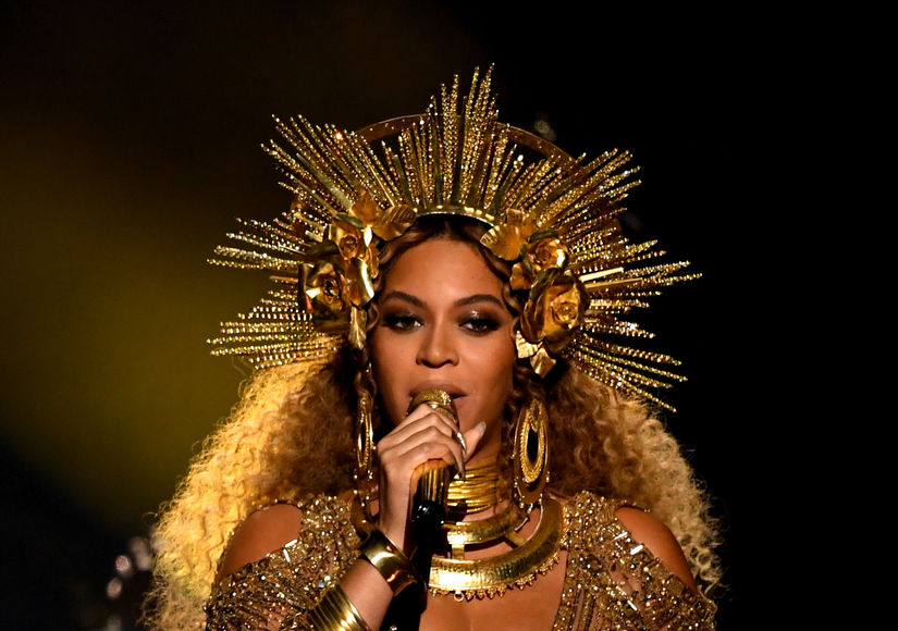 Stars Turn to Social Media to React to Beyoncé's Grammy Performance