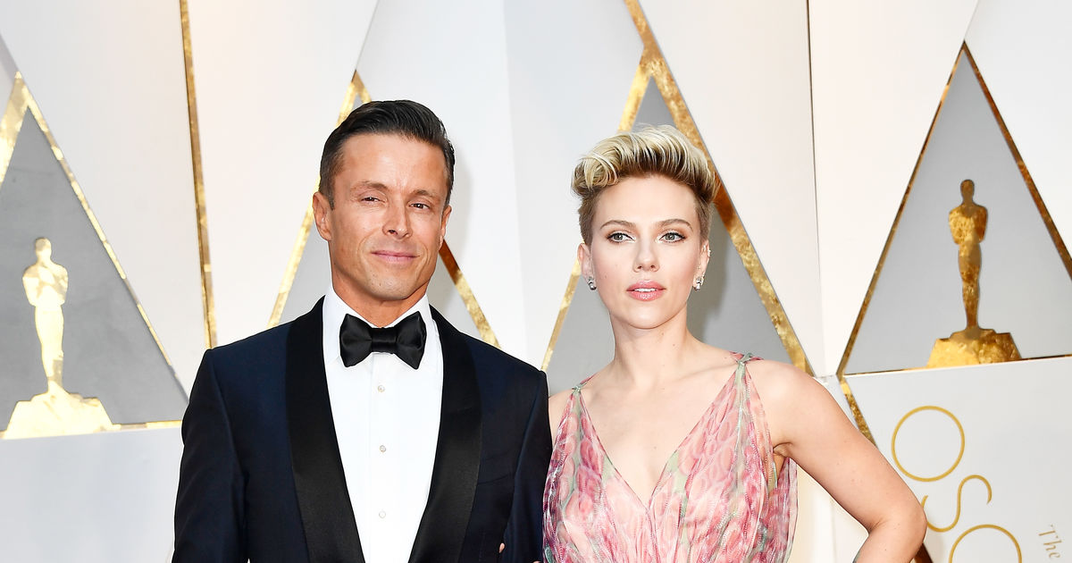 Who Was Scarlett Johansson S Oscars 2017 Date Extratv Com