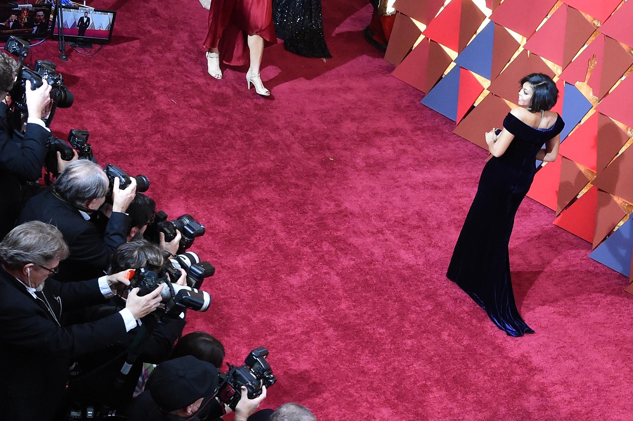 Taraji P. Henson Shows Off Major Cleavage on Oscars 2017 Red Carpet ...