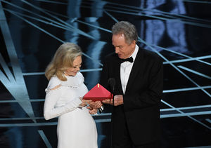 Warren Beatty & Faye Dunaway React to Oscars 2017's Big Best…