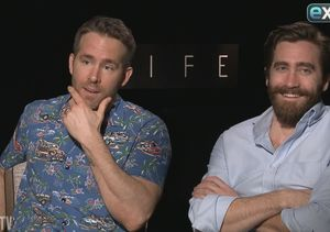 LOL! Ryan Reynolds & Jake Gyllenhaal Go Off the Rails in New 'Extra'…