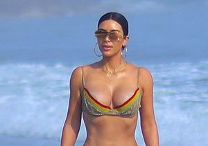 Kim & Kourtney Kardashian Show Off Their Sexy Bikini Bodies in…