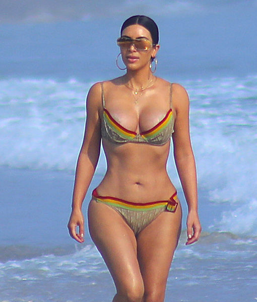 Kim & Kourtney Kardashian Show Off Their Sexy Bikini Bodies in Mexico