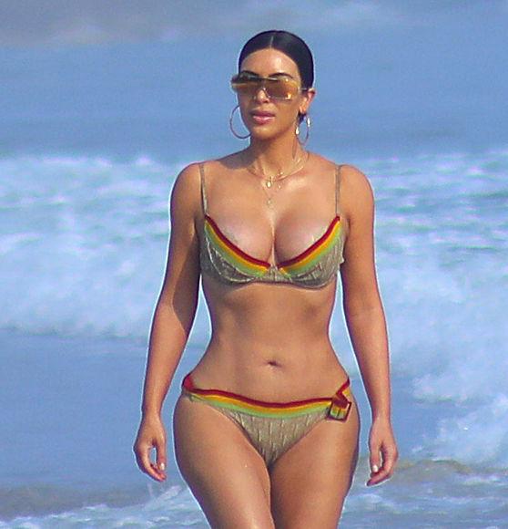 Kim & Kourtney Kardashian Show Off Their Sexy Bikini Bodies in Mexico