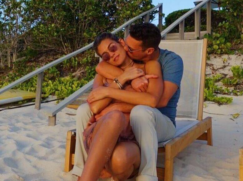 Ryan Seacrest & GF Shayna Terese Taylor Make It Instagram-Official!