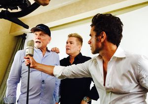 Video! Mark McGrath & John Stamos Team Up with Mike Love on Beach…