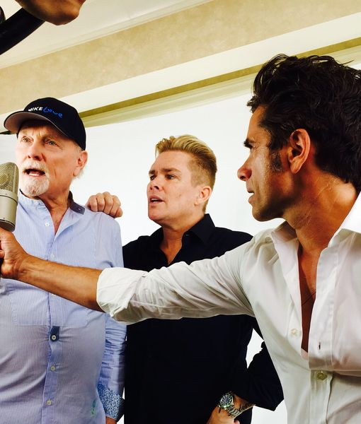 Video! Mark McGrath & John Stamos Team Up with Mike Love on Beach Boys…