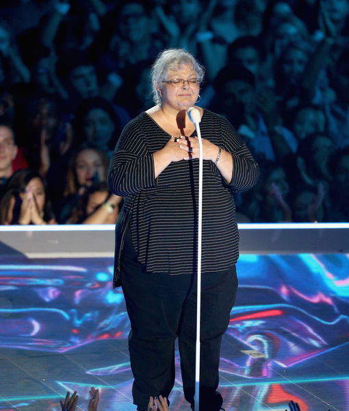 Heather Heyer's mom presents MTV VMA award in moving tribute