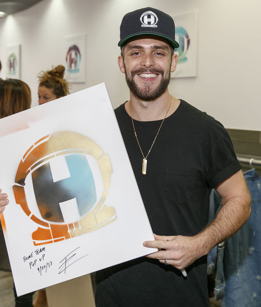 Thomas Rhett Pops Up in L.A., Bringing His Fashions to the Fans!