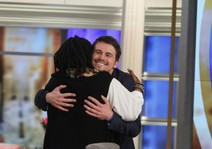 Jason Ritter Breaks Guinness World Record for Hugging