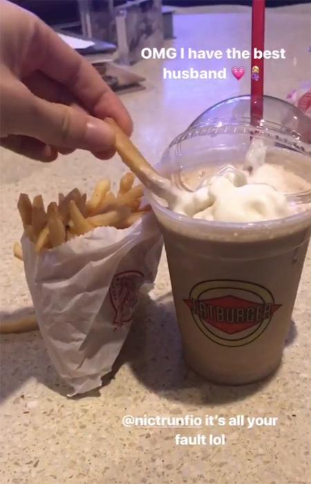 behati-prinsloo-fatburger-insta