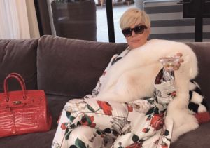 Kris Jenner Goes Platinum Blonde! Check Out Her New 'Do