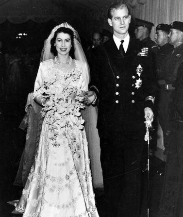 See New Pic: Queen Elizabeth & Prince Philip Celebrate 70th!