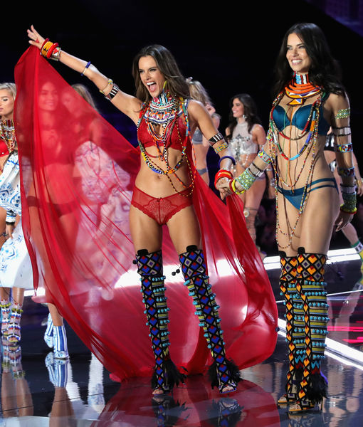 Pics! Hot Models at the Victoria's Secret Fashion Show 2017