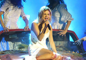 Gone-Blonde Selena Gomez's Comeback Performance — Did She Lip-Synch?