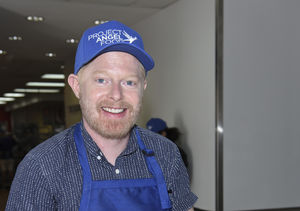 Holiday Cheer! Jesse Tyler Ferguson & Aaron Carter Give Back to Project…