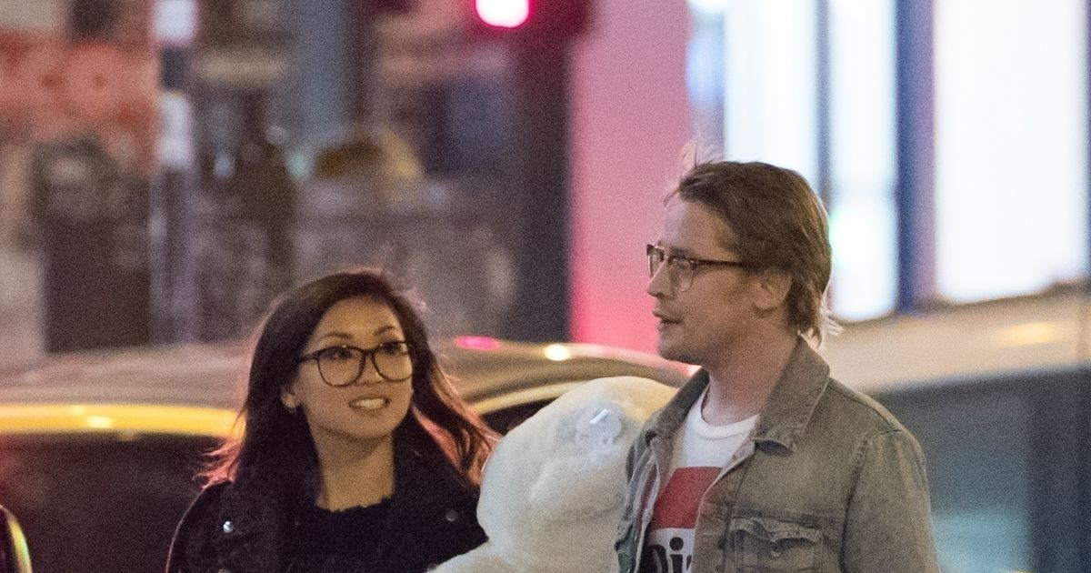 new pic macaulay culkin spotted with famous gf extratv com