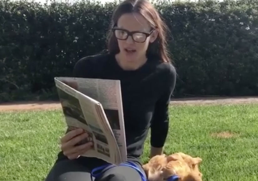 Jennifer Garner Reads to Her Pet Chicken — Watch!