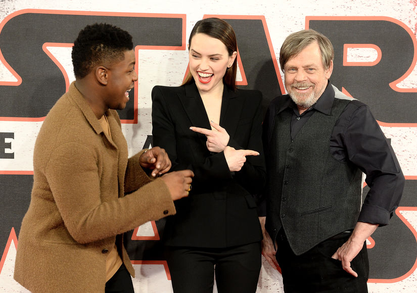 'Extra' on a Global Tour with the Stars of 'Star Wars: The Last Jedi'