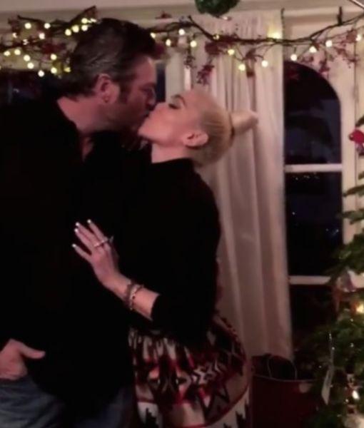 Stars on Christmas! Gwen Stefani & Blake Shelton Kiss Under the Mistletoe