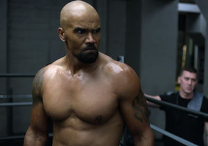 Shirtless Shemar Moore Gets Hot and Sweaty in 'S.W.A.T' Sneak…