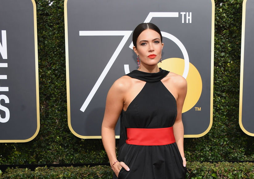 Blackout! 'Extra' Covers Golden Globes 2018 Red-Carpet Fashion