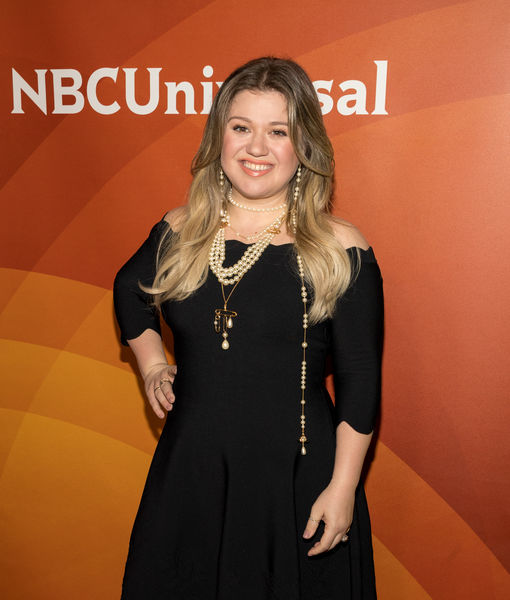 Why Kelly Clarkson Picked 'The Voice' Over 'American Idol,' Plus: Her Fangirl Moment at the Globes