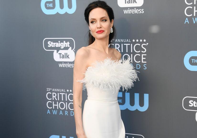 Angelina Jolie lòng đau lòng khi nhìn Brad Pitt ngọt ngào với bạn diễn nữ?
