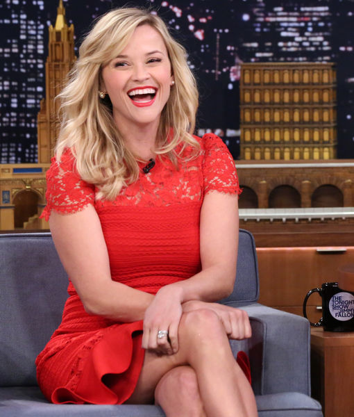 Pic of Reese Witherspoon with '3 Legs' Goes Viral! See Her Epic Response