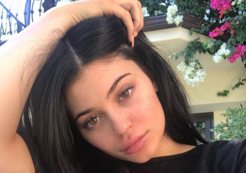 Kylie Jenner Shows Off Bare Tummy Just One Month After Giving Birth