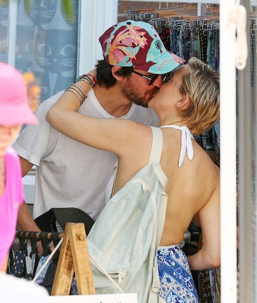 Muah! Kate Hudson & Danny Fujikawa Enjoy Romantic Vacation