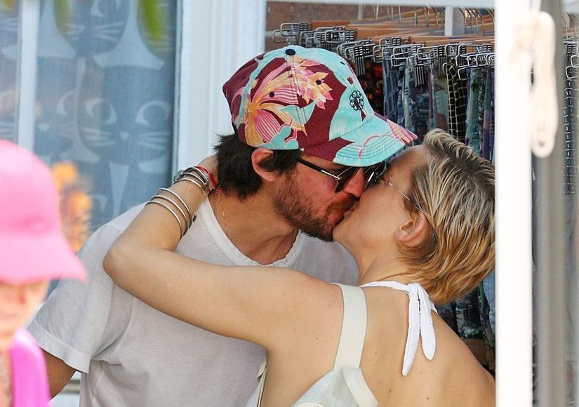 Muah! Kate Hudson & Danny Fujikawa Enjoy Romantic Vacation
