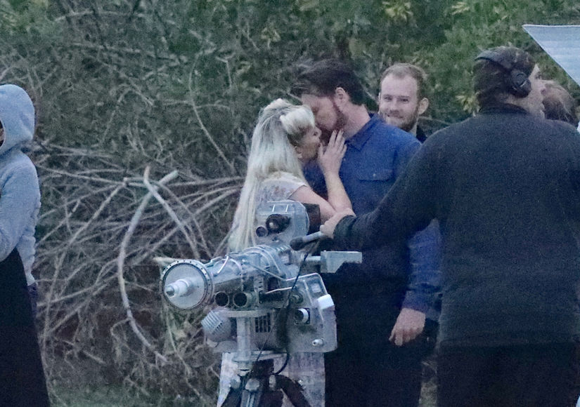 Tori Spelling & Dean McDermott Kiss for Cameras Weeks After Police Called to Home