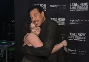 Lionel Richie Meets the Woman Behind the 'All Night Long at the Airport'…