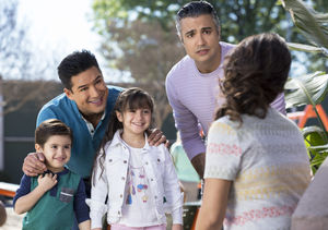 Exclusive Clip! Mario Lopez Guest Stars on 'Jane the Virgin'