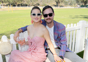 Kate Hudson & Danny Fujikawa Are Expecting! Watch the Gender…