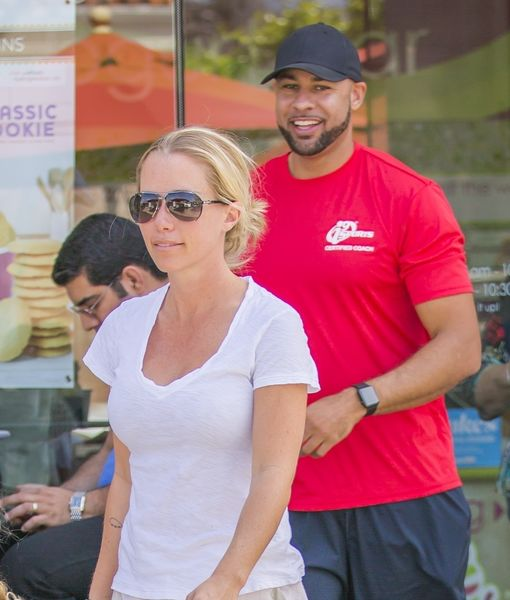 Kendra Wilkinson & Hank Baskett Reunite After Her Divorce Filing